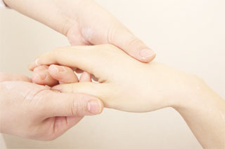 湿疹 うつる 手